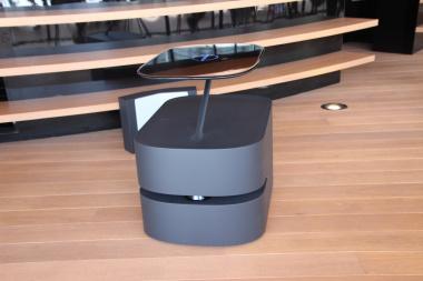 「NISSAN CHAYA CAFE」の無人給仕ロボット「プロパイロットウエイター」
