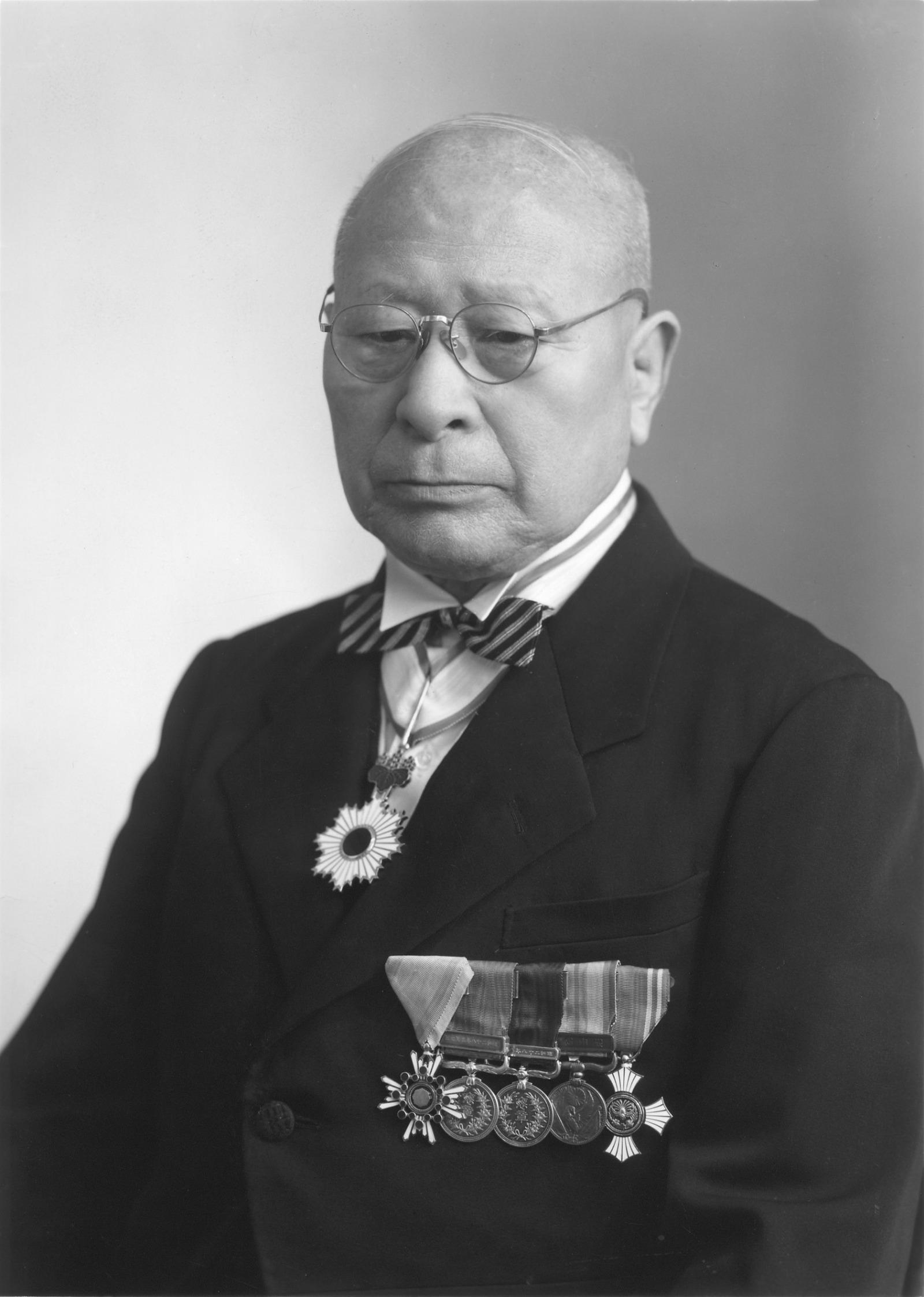 1.創業者 鈴木道雄 画像|日本初の量産軽自動車スズライトの誕生には ...