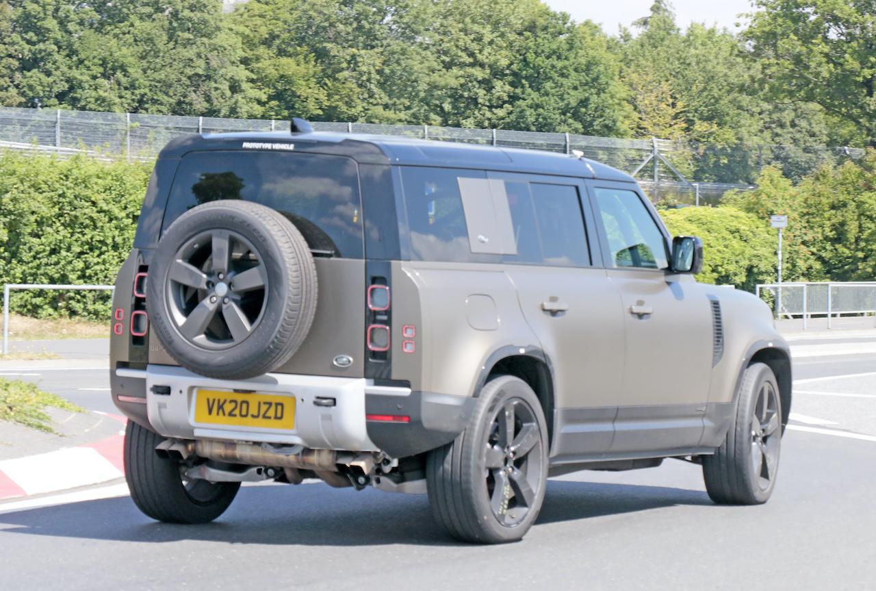 「ランドローバー ディフェンダー、600馬力のV8モデルを発売へ。開発車両をキャッチ!」の9枚目の画像