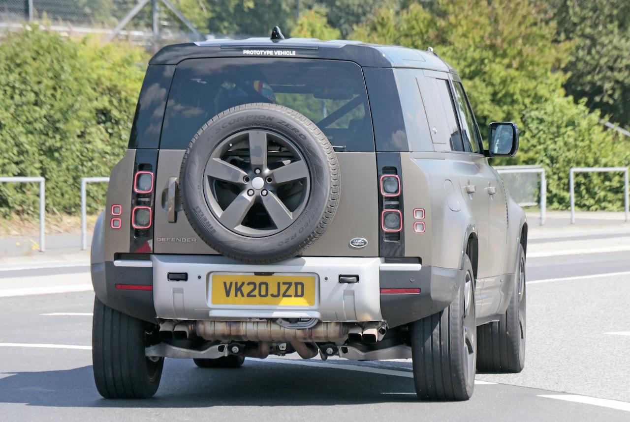 「ランドローバー ディフェンダー、600馬力のV8モデルを発売へ。開発車両をキャッチ!」の10枚目の画像