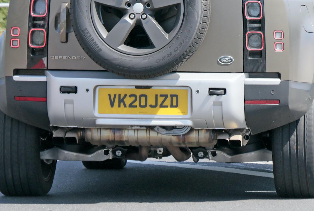 「ランドローバー ディフェンダー、600馬力のV8モデルを発売へ。開発車両をキャッチ!」の11枚目の画像