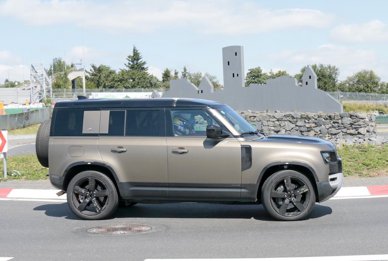 「ランドローバー ディフェンダー、600馬力のV8モデルを発売へ。開発車両をキャッチ!」の7枚目の画像