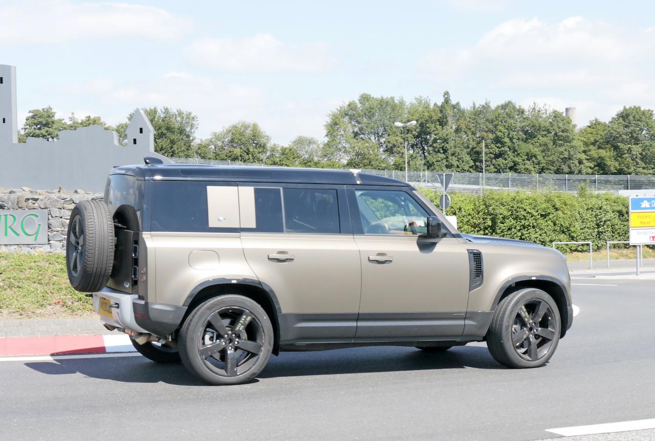 「ランドローバー ディフェンダー、600馬力のV8モデルを発売へ。開発車両をキャッチ!」の8枚目の画像