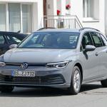 右ハンドルモデルを見つけた!新型 VWゴルフ ヴァリアント、パワートレインはどうなる? - Volkswagen Golf Variant 1