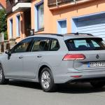 右ハンドルモデルを見つけた!新型 VWゴルフ ヴァリアント、パワートレインはどうなる? - Volkswagen Golf Variant 13