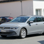 右ハンドルモデルを見つけた!新型 VWゴルフ ヴァリアント、パワートレインはどうなる? - Volkswagen Golf Variant 4