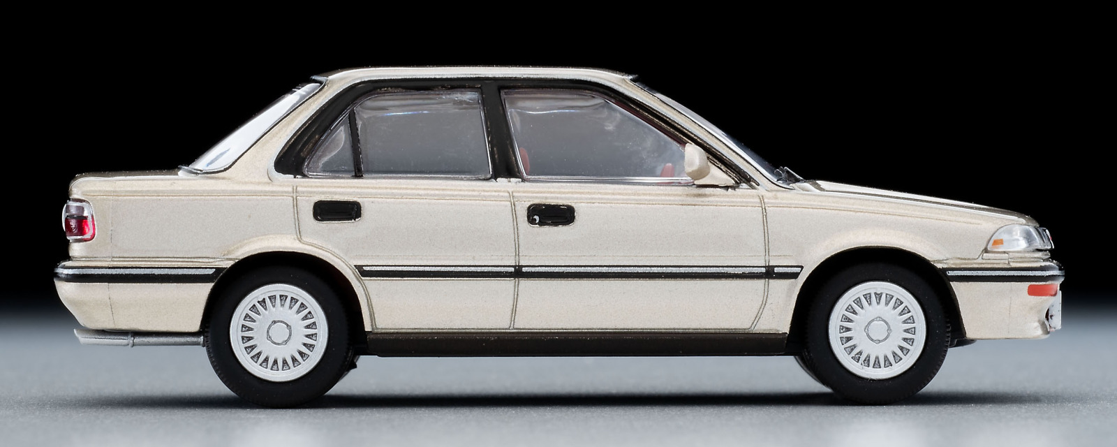 「史上最高の販売台数6代目カローラの「1500SEリミテッド」がトミカLV-NEOに新登場【ミニカー新製品情報】」の6枚目の画像