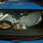 70度のダッシュボードでローストチキンと温泉卵を作ってみた【灼熱の車内クッキング】 - ダッシュボード料理