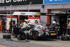 レース中盤のピット作業