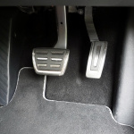 おしゃれな外観のVW T-Roc、内装は先進的ながら残念な点も【新型車インプレッション・内装編】 - T-ROCペダル