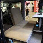 堅牢なアルミフレームの台座を使い、快適な寝心地を提供【最新キャンピングカー(軽キャンパー編)】 - campingcar_rakunerurest_20200930_7