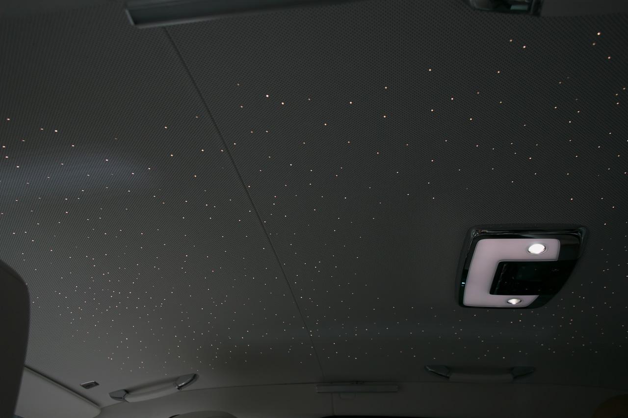 「電動開閉のリアドア、天井の流れ星…ミニマルでもこれはゆずれない!?新型ゴーストのロールス・ロイスらしい必要最小限7つの装備」の5枚目の画像