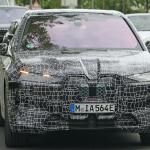 BMWのEVクロスオーバーSUV「iNext」、市販名は「i20」?「iX」? - BMW I20 iX 23