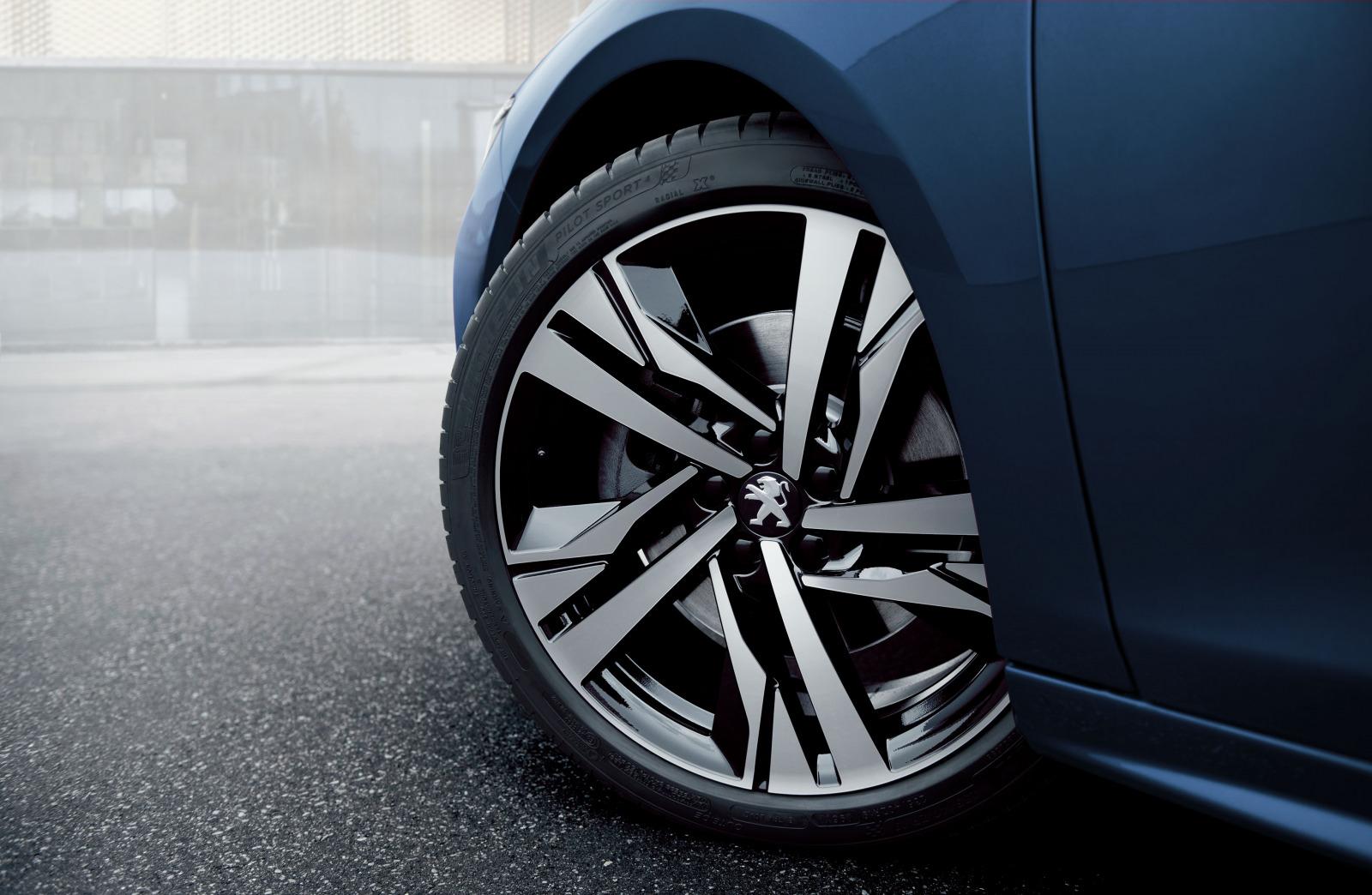 「プジョー508/508SWに人気装備を搭載した特別仕様車「Premium Leather Edition」が設定【新車】」の6枚目の画像