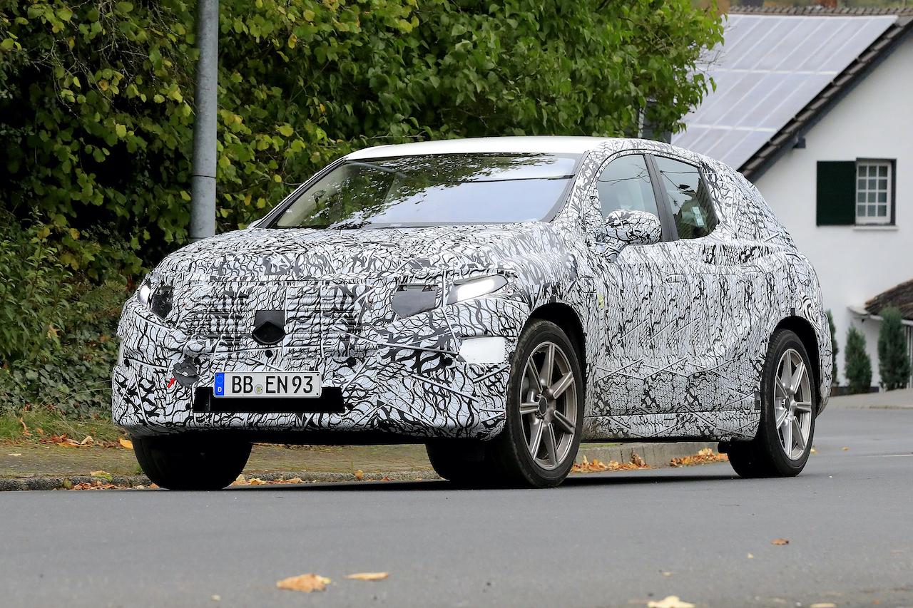 「メルセデス・ベンツ最大のEVクロスオーバー「EQS SUV」発売へ! 開発車両をキャッチ」の4枚目の画像