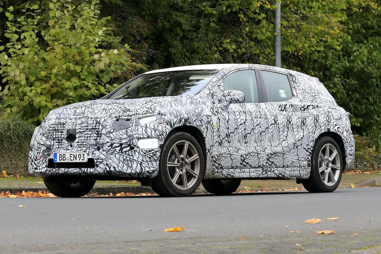 「メルセデス・ベンツ最大のEVクロスオーバー「EQS SUV」発売へ! 開発車両をキャッチ」の5枚目の画像