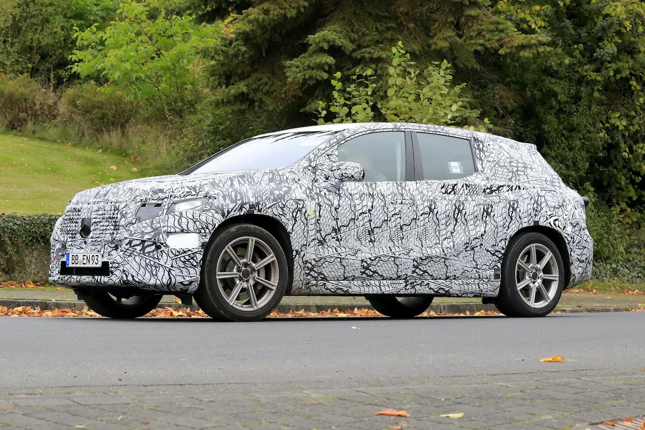 「メルセデス・ベンツ最大のEVクロスオーバー「EQS SUV」発売へ! 開発車両をキャッチ」の6枚目の画像