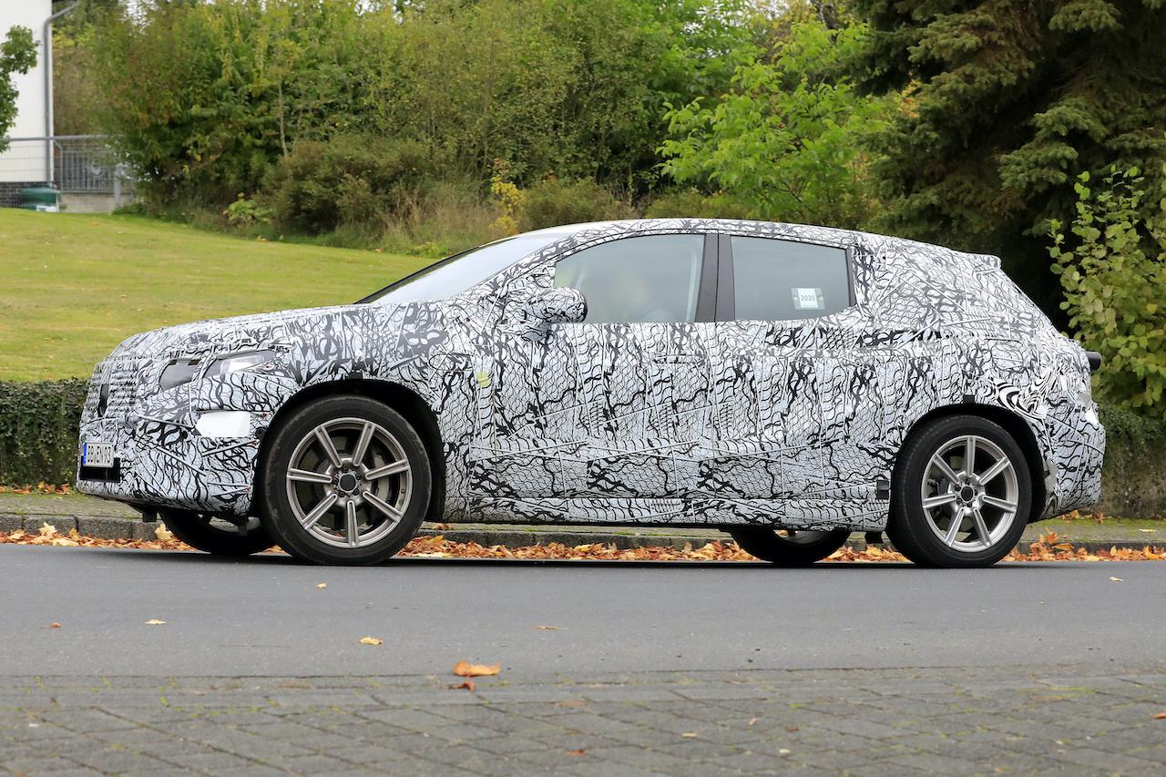 「メルセデス・ベンツ最大のEVクロスオーバー「EQS SUV」発売へ! 開発車両をキャッチ」の7枚目の画像