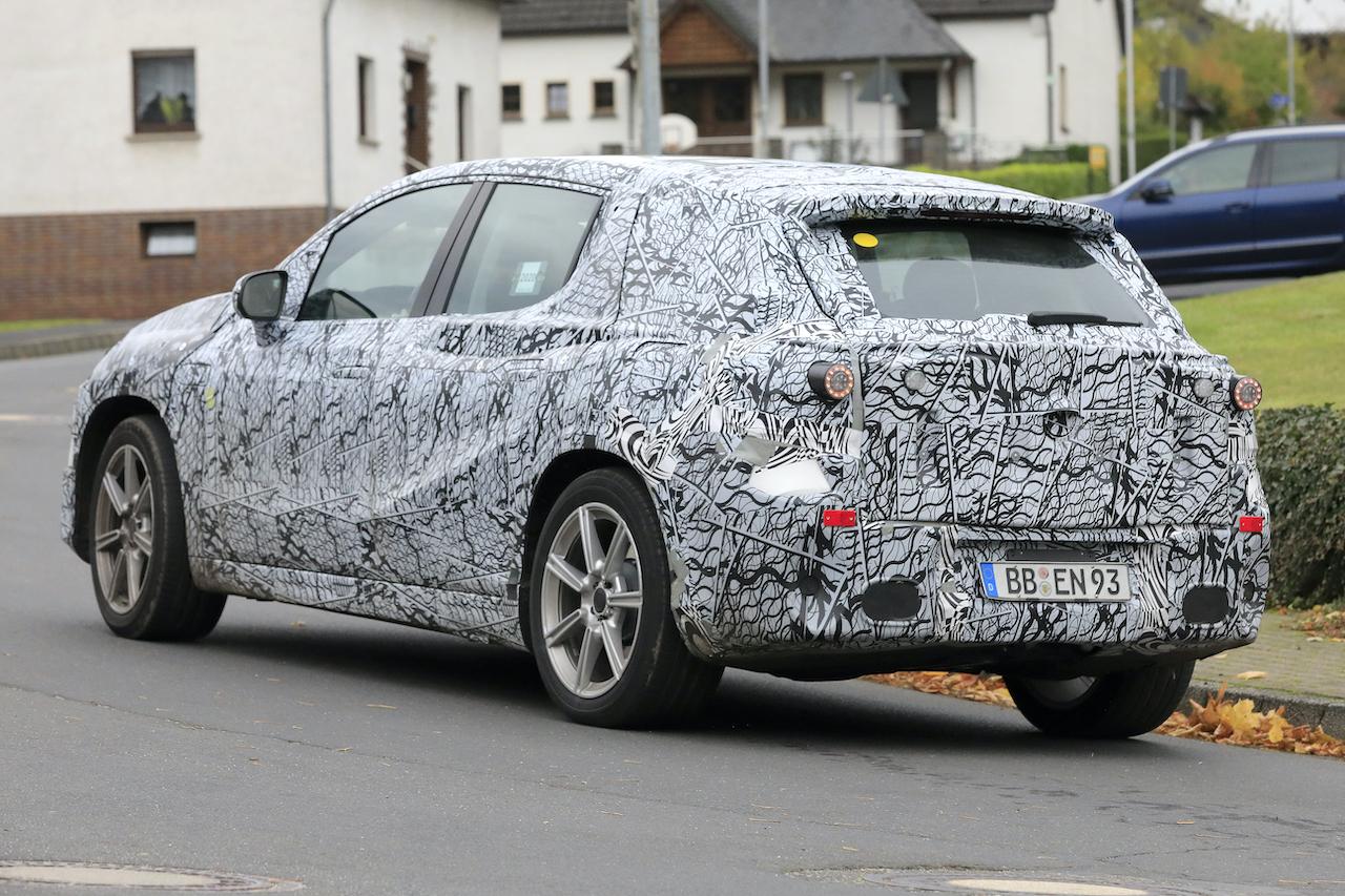 「メルセデス・ベンツ最大のEVクロスオーバー「EQS SUV」発売へ! 開発車両をキャッチ」の9枚目の画像