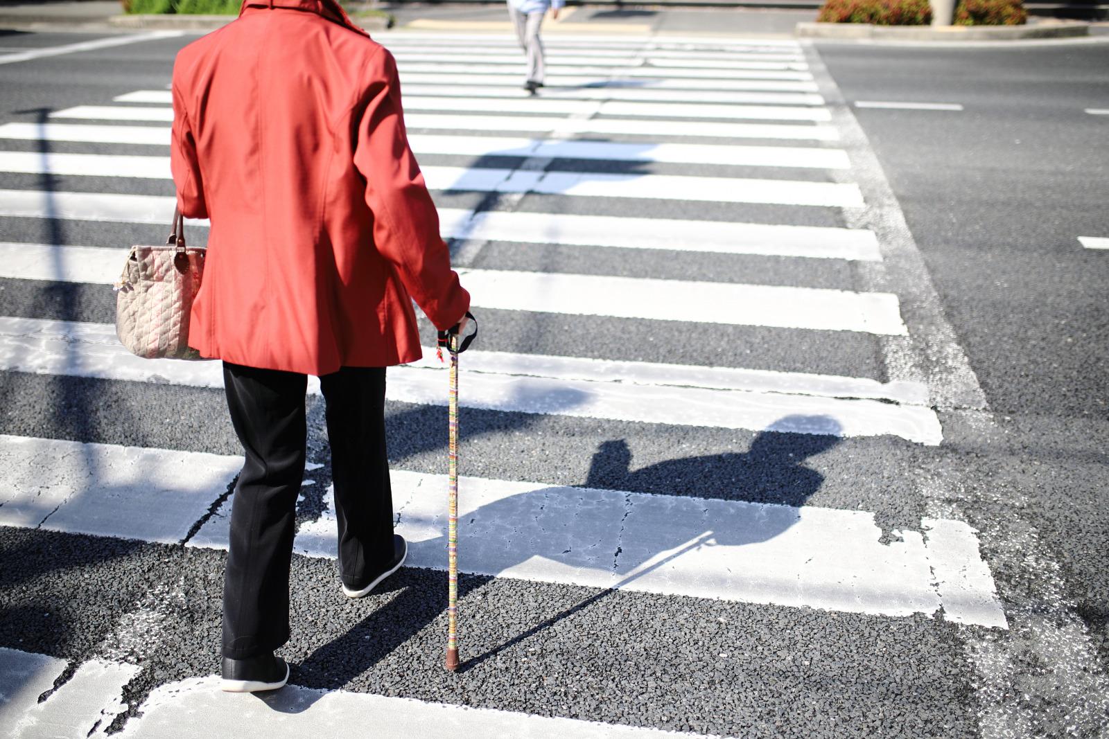 「覚えていますか「横断歩道は歩行者優先」。無視して通過すると大事故や罰則も! 」の2枚目の画像