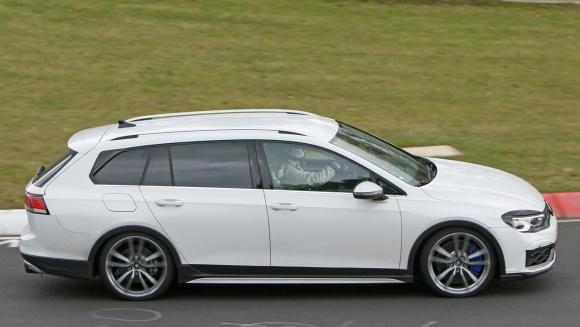 VW ゴルフR ヴァリアント_007