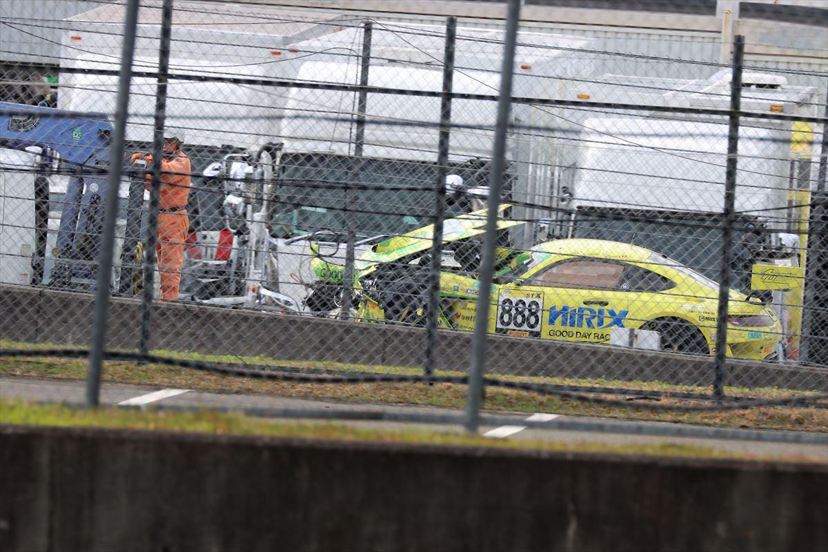 クラッシュしたHIRIX GOOD DAY RACING AMG GT3