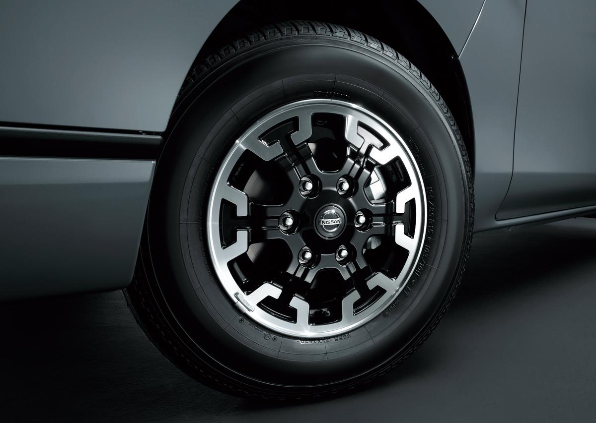 「キャンプ、アウトドアにバエる内装と外装!NV350キャラバンの特別仕様車「プレミアムGX BLACK GEAR」登場【新車】」の3枚目の画像