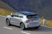Lynk&Co、ボルボXC40と兄弟SUVの「01」を大幅改良へ! - Lynk&Co 01 Facelift 12