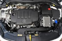GLA 200d 4マチック エンジン