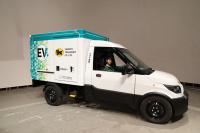 実は日本初!クロネコヤマトの新しいトラックは宅配専用EVトラックだ - J5DA5529