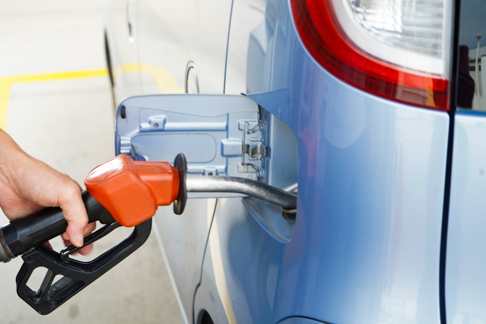 軽自動車に「軽油」は重大ミス! セルフスタンドに多い燃料の入れ間違いトラブルに要注意