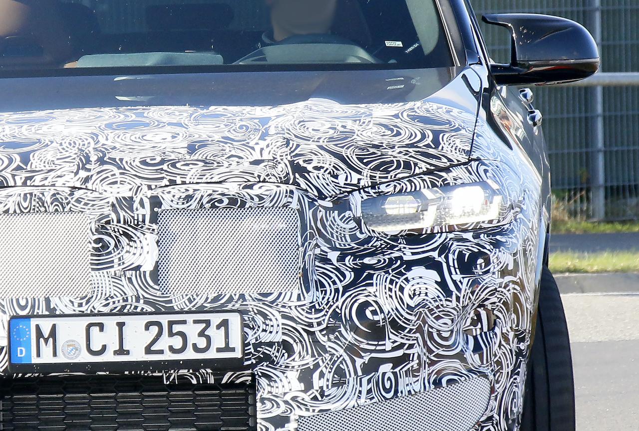 これが新LEDだ! BMW X4M改良型、フロントマスクを刷新