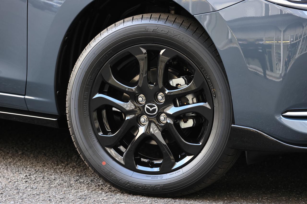 「MAZDA 2に上質でスポーティな特別仕様車の「BLACK TONE EDITION」が登場」の7枚目の画像