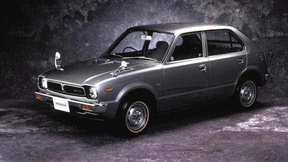 1973年12月13日に発売されたホンダ・シビックCVCC