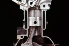 CVCCエンジンのカットモデル。