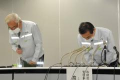 小畠徹社長(左)と髙橋知道管理事業本部長(右)