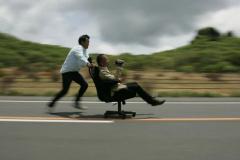 音楽が出る道路「メロディライン」は何が走っても曲が鳴るか?【動画】