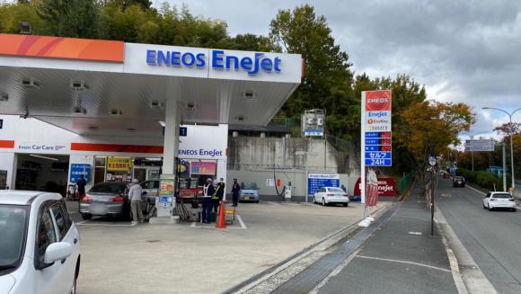 ガソリンスタンドで駐車場を貸し出す日本初のサービス