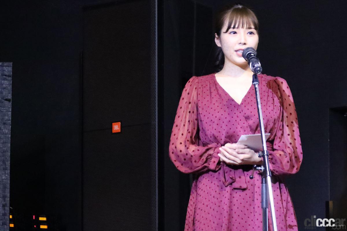 プレゼンテーターは昨年のコス部門グランプリZENT sweetiesリーダー川村那月さん