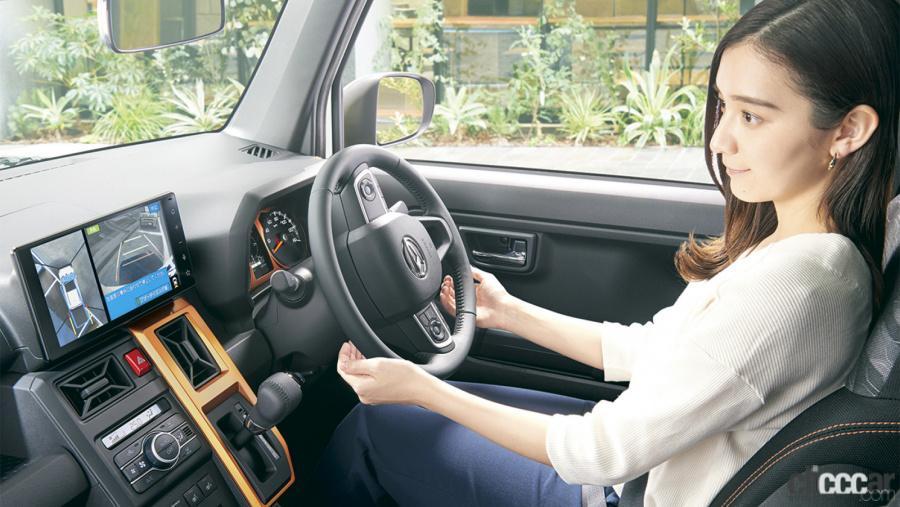ほぼ自動駐車ができる最新の駐車支援システム搭載車