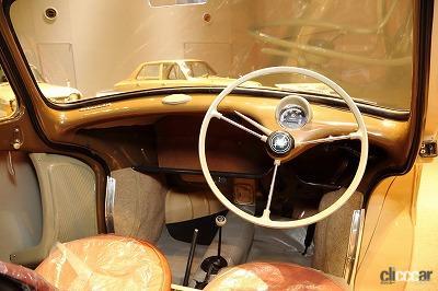 1958年発売のスバル360の内装