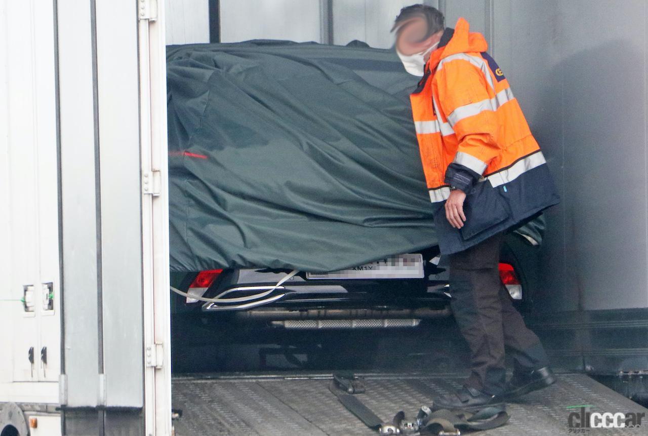 「新ライオンロゴも装着されるプジョー308次期型、衝撃のフルヌード公開!」の12枚目の画像