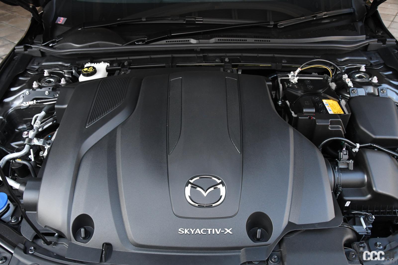 マツダ3セダン X LパッケージのスカイアクティブXエンジン