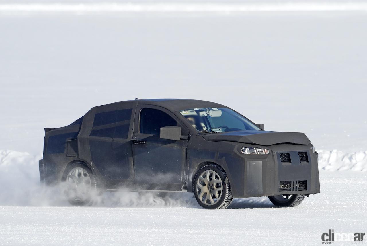 「SUVの次はハイライディング・セダンが来る!? 謎のフィアット開発車両をキャッチ」の4枚目の画像