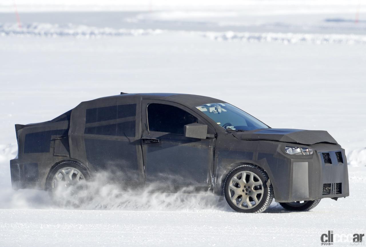 「SUVの次はハイライディング・セダンが来る!? 謎のフィアット開発車両をキャッチ」の6枚目の画像
