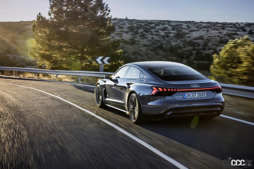 「アウディのEVらしい先進的でクールなエクステリアが際立つ「Audi e-tron GT」が日本初公開」の2枚目の画像