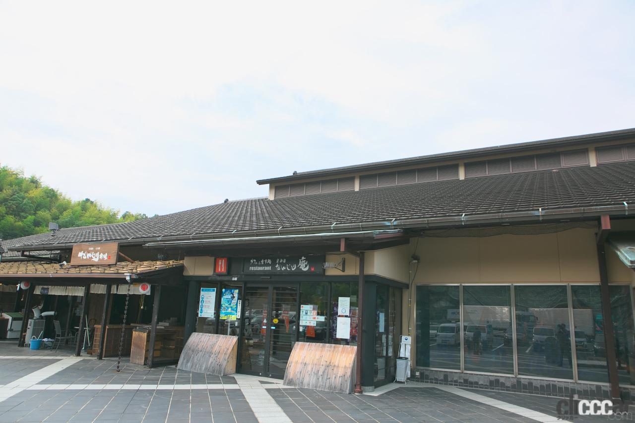 阪和自動車道・岸和田SA(上り)のドッグランは傾斜や木の根っこなど自然のアジリティが満点【全国高速道路SAドッグラン探訪】