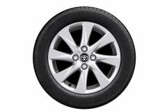 メーカーオプションの185/60R15タイヤ&アルミホイール