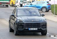 この囲いの中に911風ギアシフターが…ポルシェ カイエン改良型、デジタル化が加速 - Porsche Cayenne facelift 2