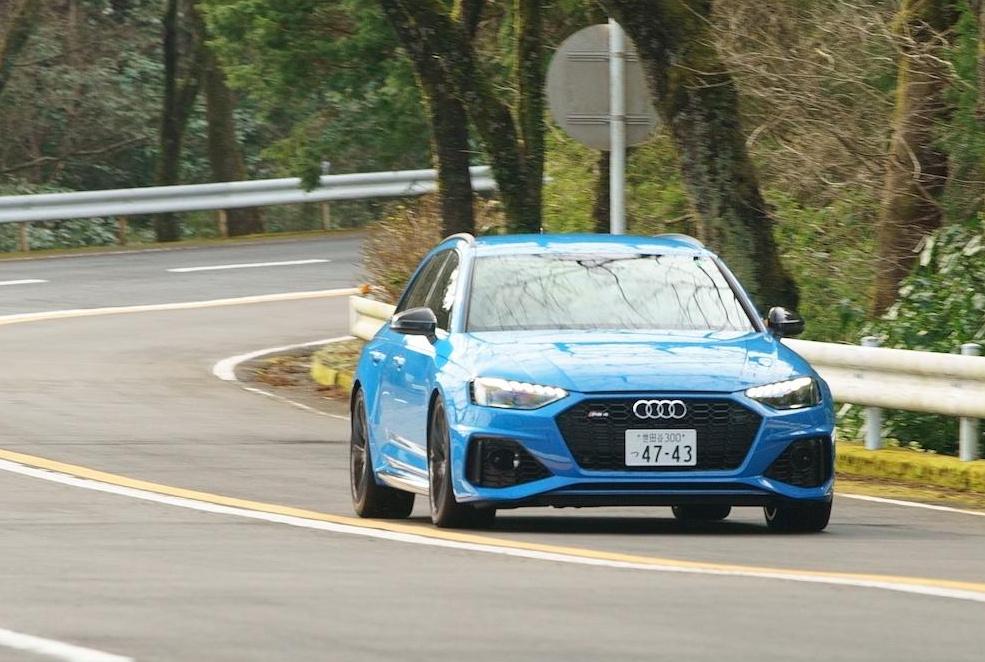 「0-100km/h加速を4.1秒でクリアする俊足ワゴンのアウディ RS 4 アバントは、快適な乗り味も魅力!!」の1枚目の画像